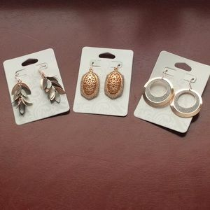 Jewelry - Bundle of earrings.